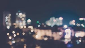 Unscharfe Stadt Panorama bei Nacht für Testimonial Hintergrund